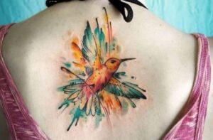 tatuajes femeninos espalda pajaro
