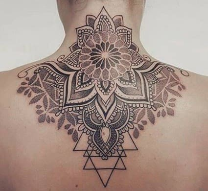 Tatuajes en la nuca