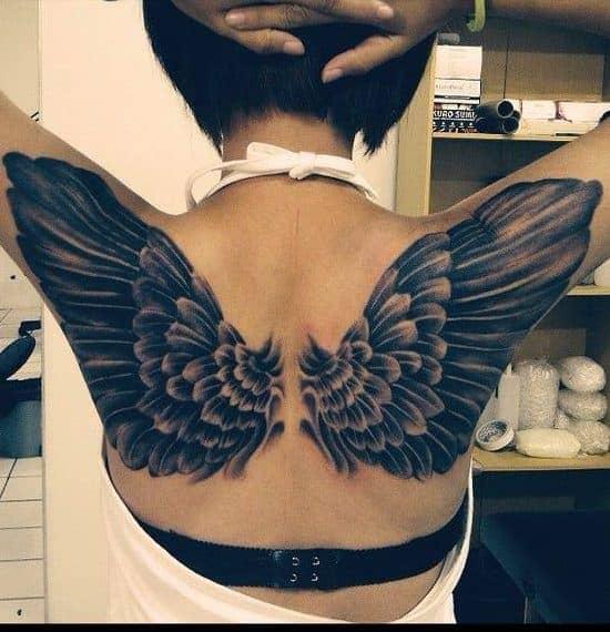 tatuaje espalda de mujer alas de angel
