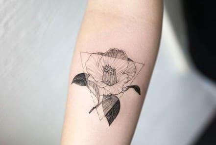 tatuajes geométricos delicados femeninos