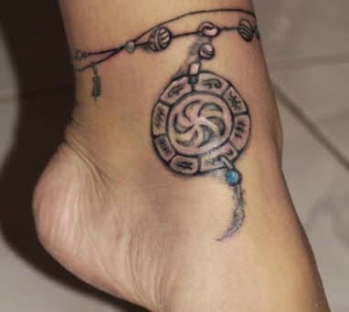 tatuajes-para-mujer-en-el-tobillo-atrapasueños